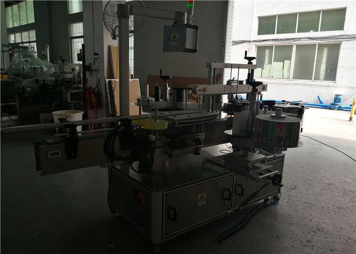 Китай Двустранна кръгла / квадратна / плоска машина за етикетиране на пластмасови бутилки, автоматичен апликатор за етикети на бутилки доставчик