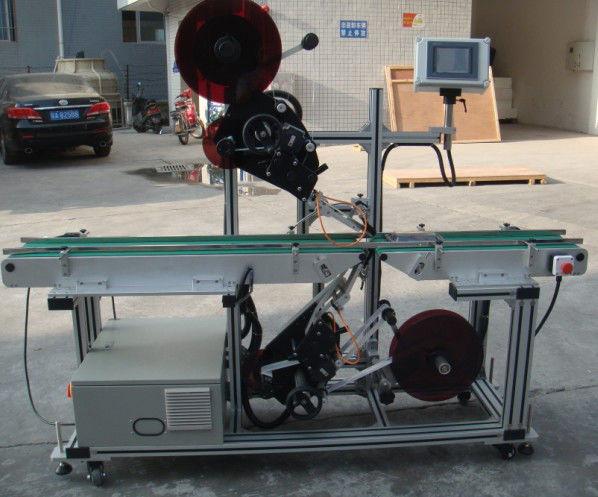 Високоефективна машина за етикетиране отгоре с разделен лентов транспортьор